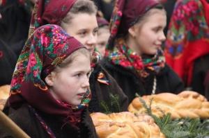 """Festivalul de datini și obiceiuri de iarnă """"Marmația"""" a ajuns la a 50-a ediție"""