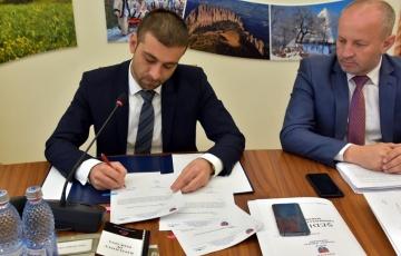 Președintele CJ Maramureș a semnat două solicitări de finanțare pentru îmbunătățirea stării tehnice a drumurilor din Maramureș