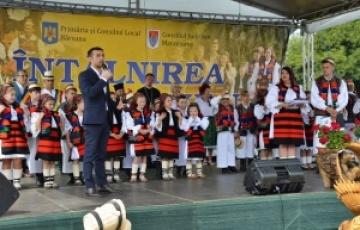 """Participanții la """"Drumul catedralelor de lemn din Maramureș"""" au ajuns în weekend la Bârsana"""